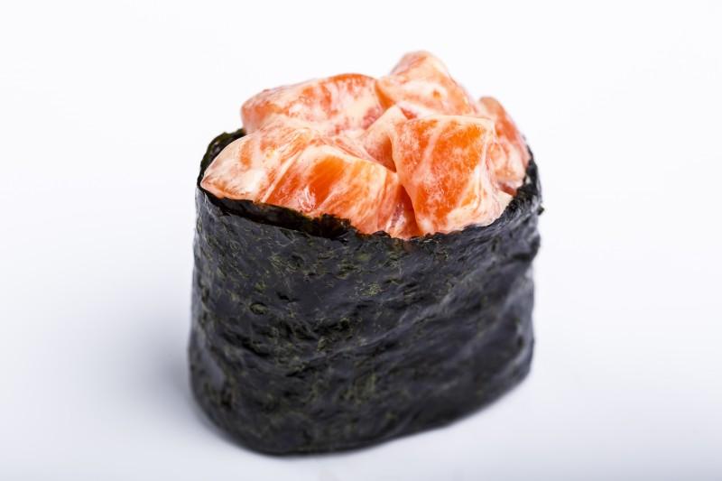 Гункан с лососем Sushi-Ushi