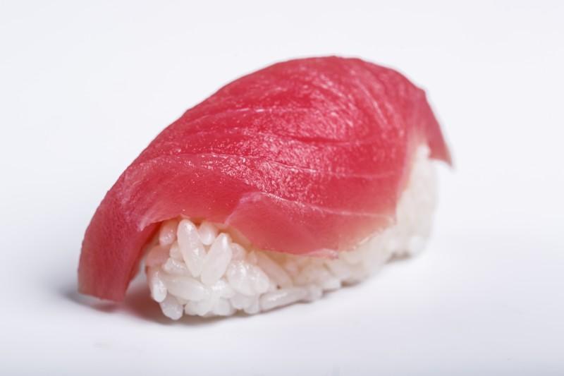 Нигири с тунцом Sushi-Ushi