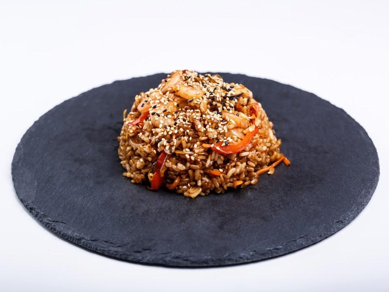 Рис с овощами и морепродуктами Sushi-Ushi